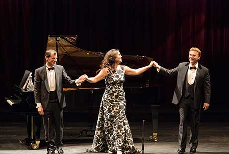 Aleksandra Kurzak, Roberto Alagna, links Begleiter Jeff Cohen © Ashley Taylor