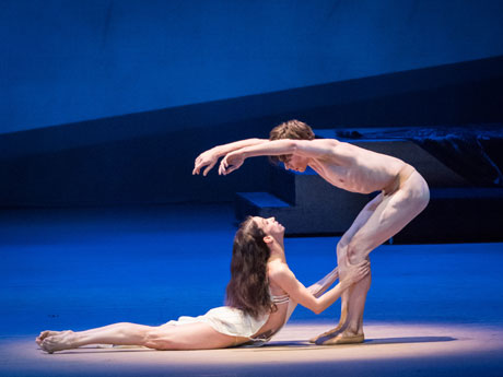 """Josephs Legende "" (Patrica Friza, Géraud Wielick) © Wiener Staatsballett / Ashley Taylor"