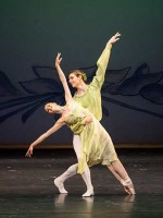 """Frühling"" Mit Nasha Mair in ""Four Seasons"" vn Jerome Robbins © © Wiener Staatsballett / Ashley Taylor"
