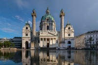 Im Schatten der Karlskirche wohnen die Kaisers. © Thomas_Ledl_Creative_Commons_Attribution-Share_Alike4.0International_License